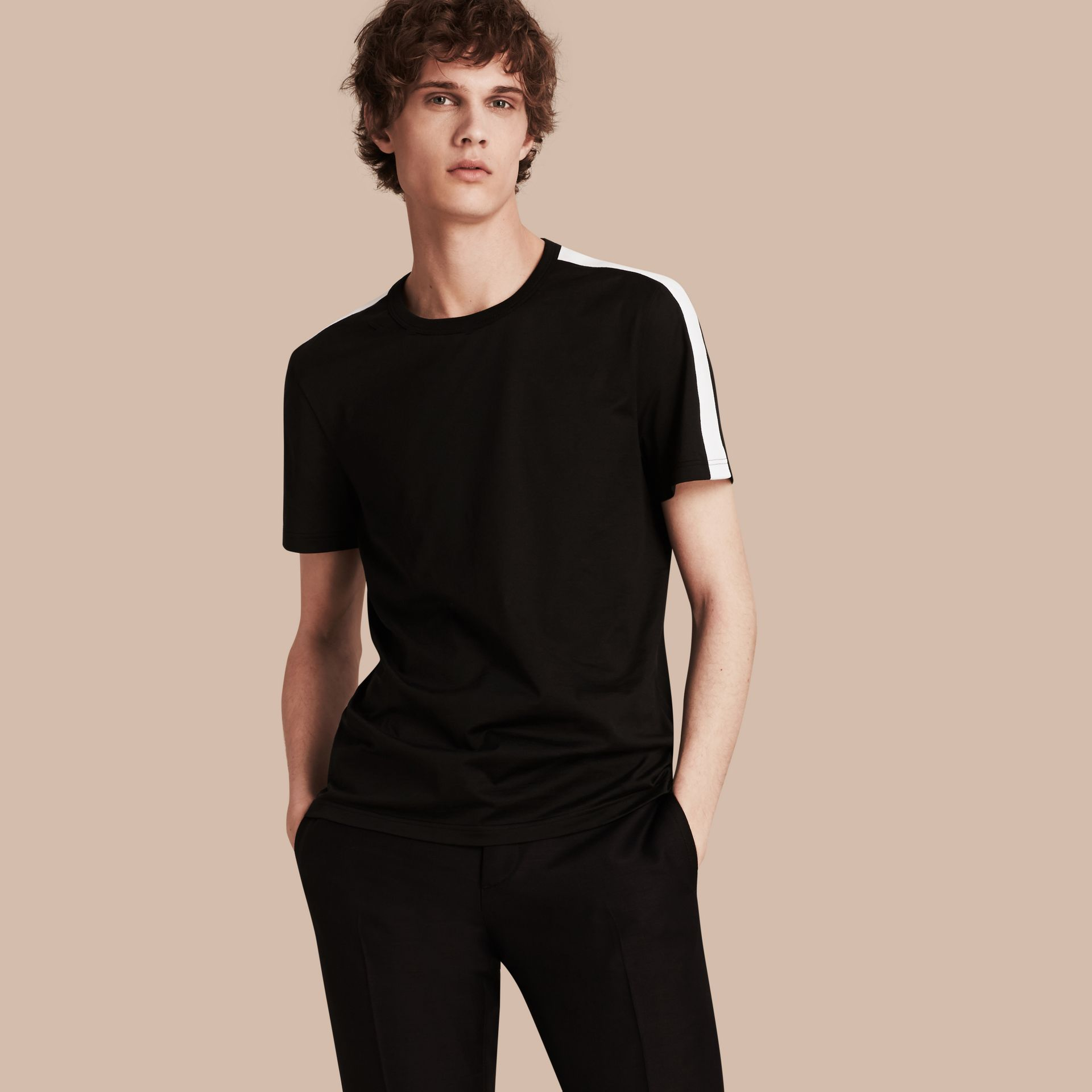 Noir T-shirt en coton avec rayure à l'épaule Noir - photo de la galerie 1