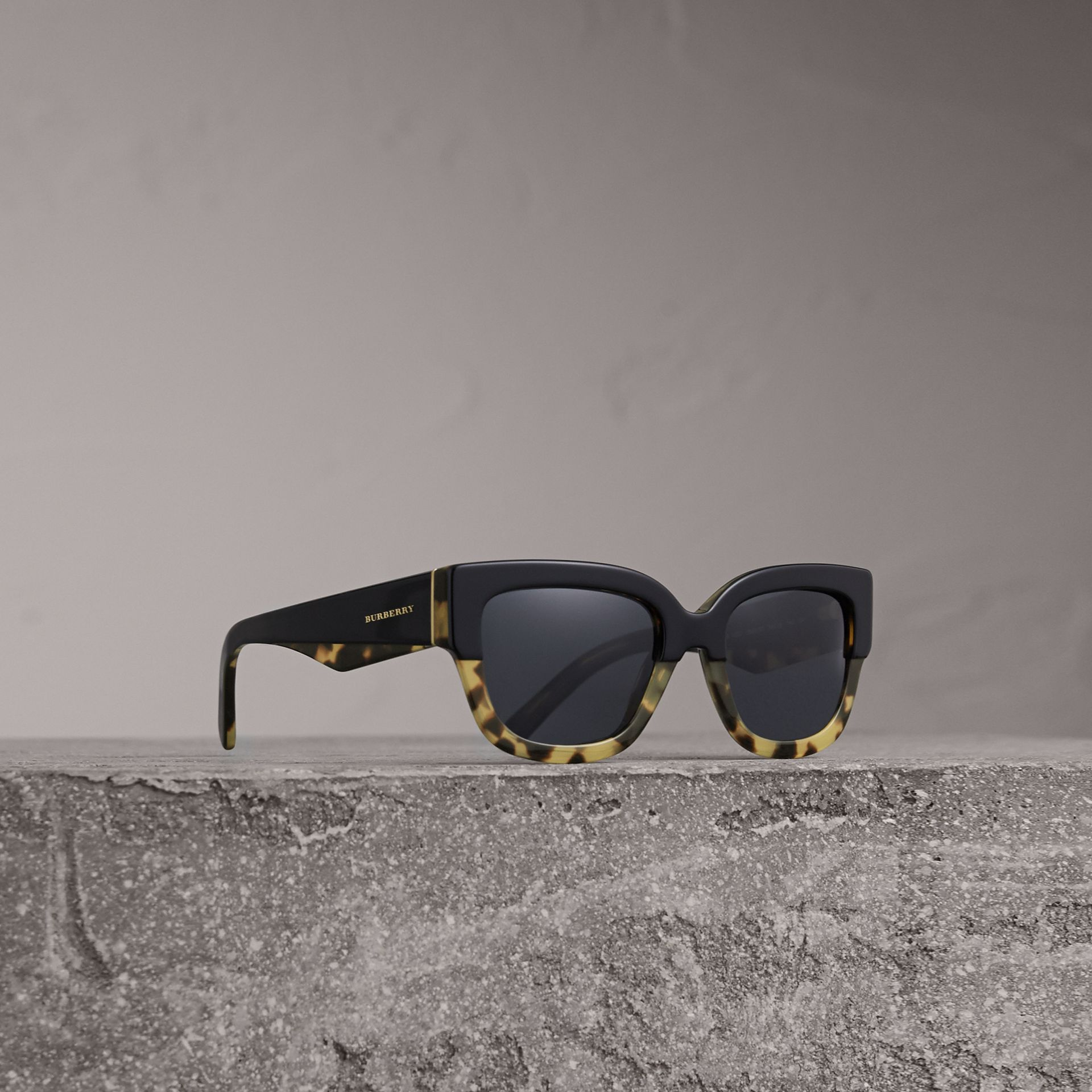 Two-tone Square Frame Sunglasses in Black - Women | Burberry United Kingdom - gallery image 0