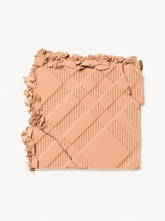 Fresh Glow Compact Foundation – Honey No.32 - Women | Burberry - cell image 1