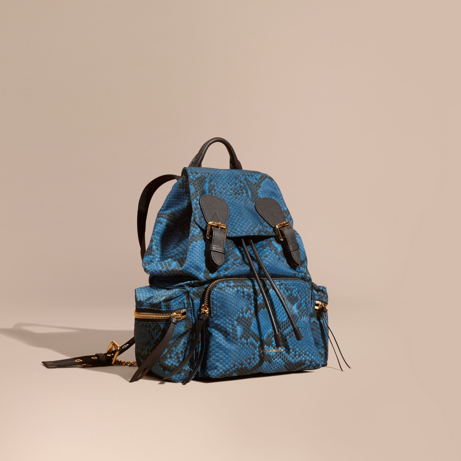 Sac The Rucksack medium en nylon à imprimé python et cuir Bleu - photo de la galerie 1