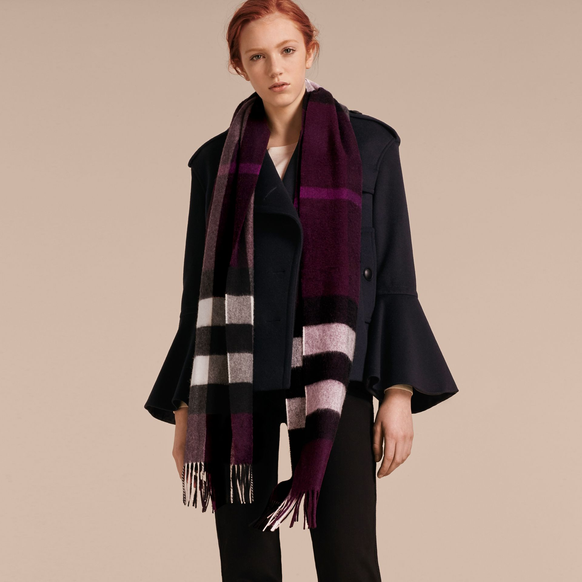 The Large Classic Cashmere Scarf in Check in Aubergine | Burberry - gallery image 3