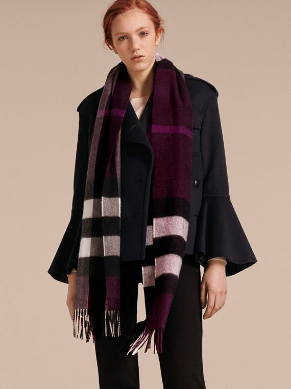 The Large Classic Cashmere Scarf in Check in Aubergine | Burberry - cell image 2