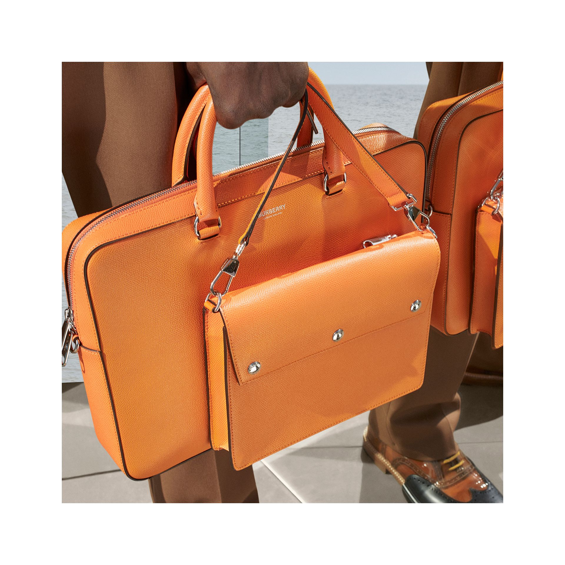 Attaché-case en cuir grainé (Orange Vif) - Homme | Burberry - photo de la galerie 1