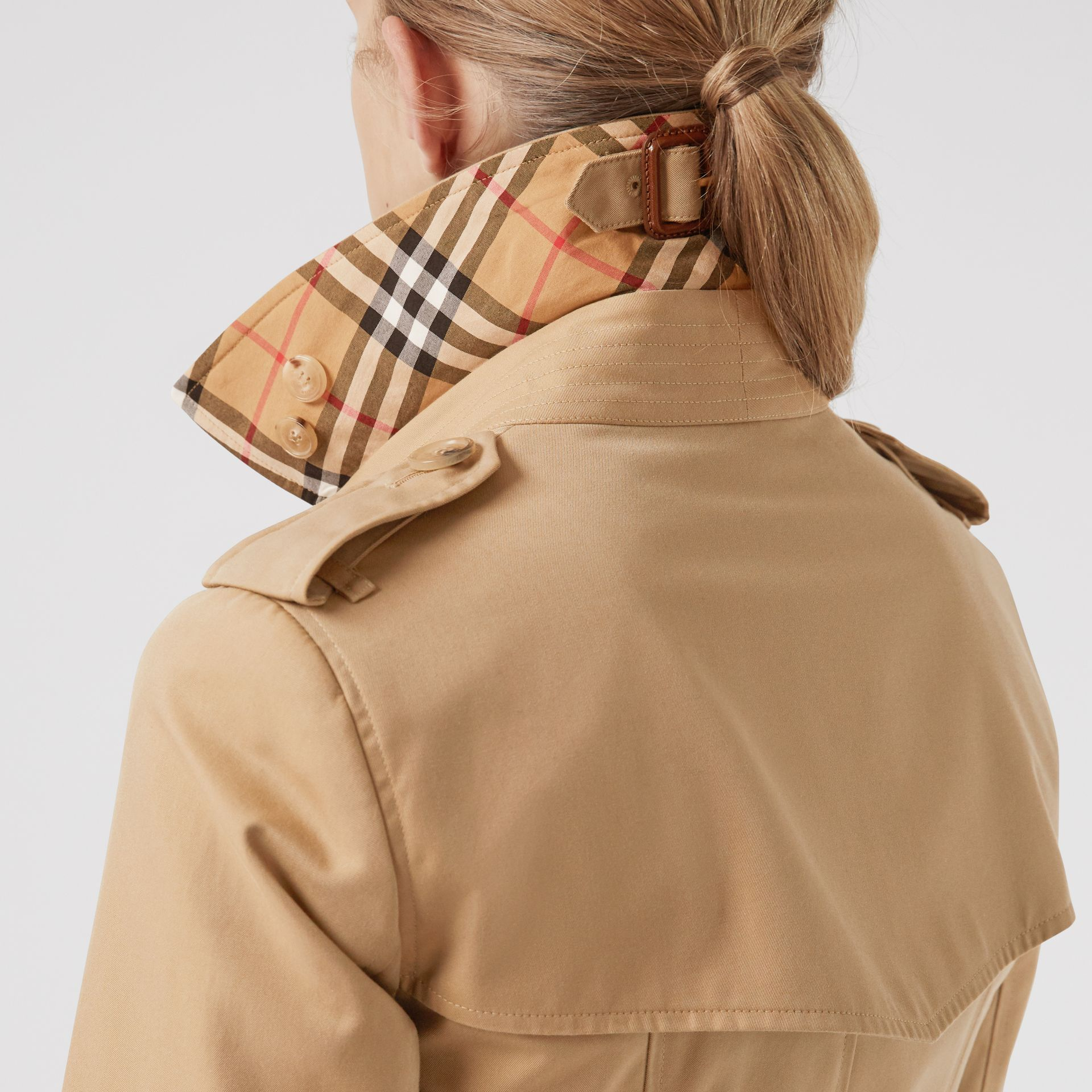 Trench coat Heritage The Chelsea (Miele) - Donna | Burberry - immagine della galleria 1