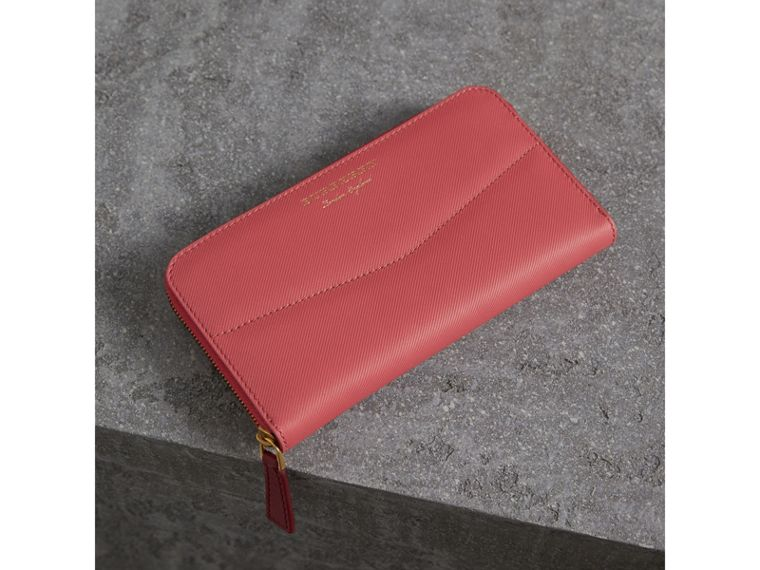 Two-tone Trench Leather Ziparound Wallet in Blossom Pink - Women | Burberry - cell image 4