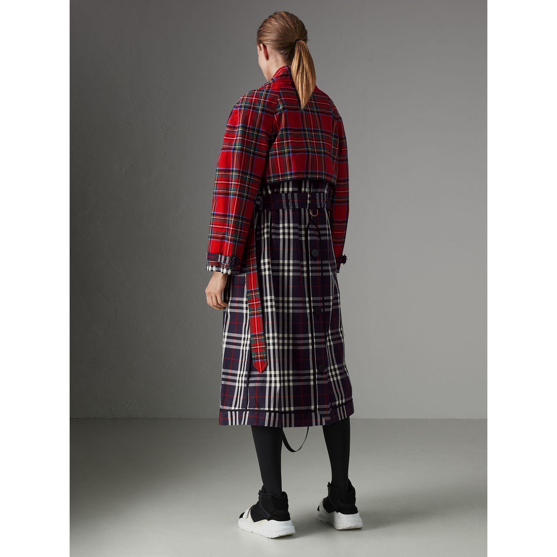 Check and Tartan Cotton Trench Coat in Navy - Women | Burberry United Kingdom - gallery image 2