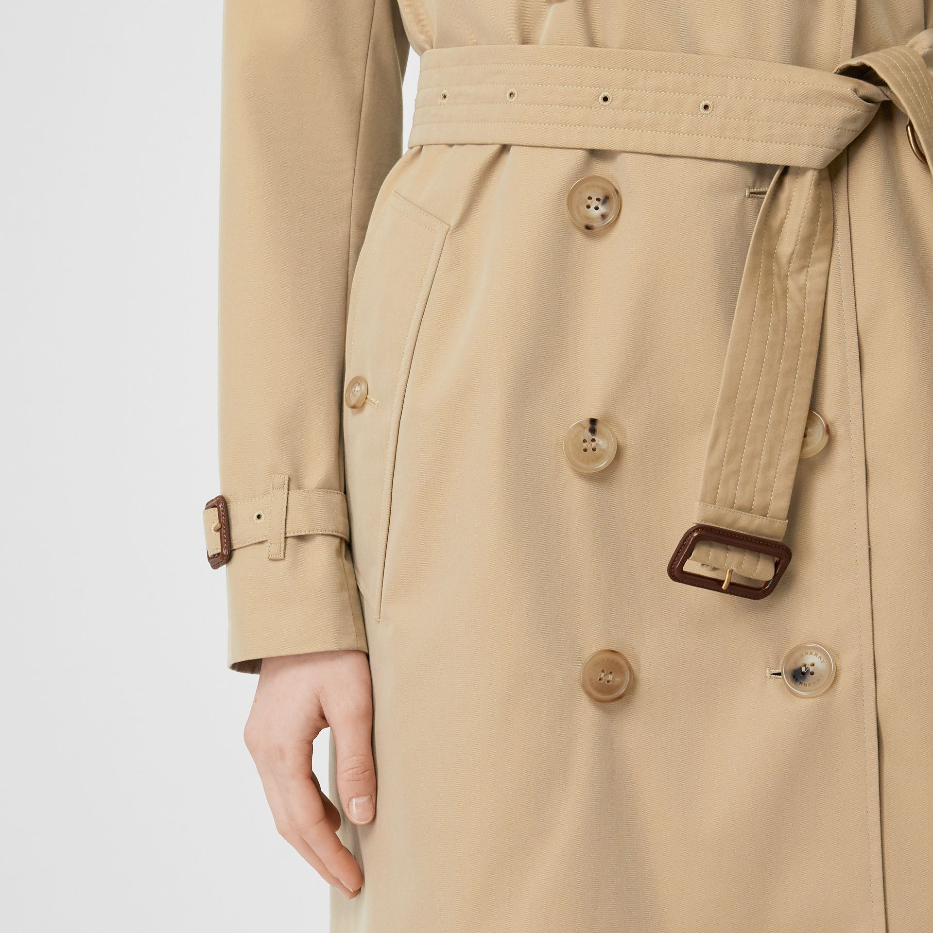 The Kensington Heritage Trench Coat in Honey - Women | Burberry United Kingdom - gallery image 5