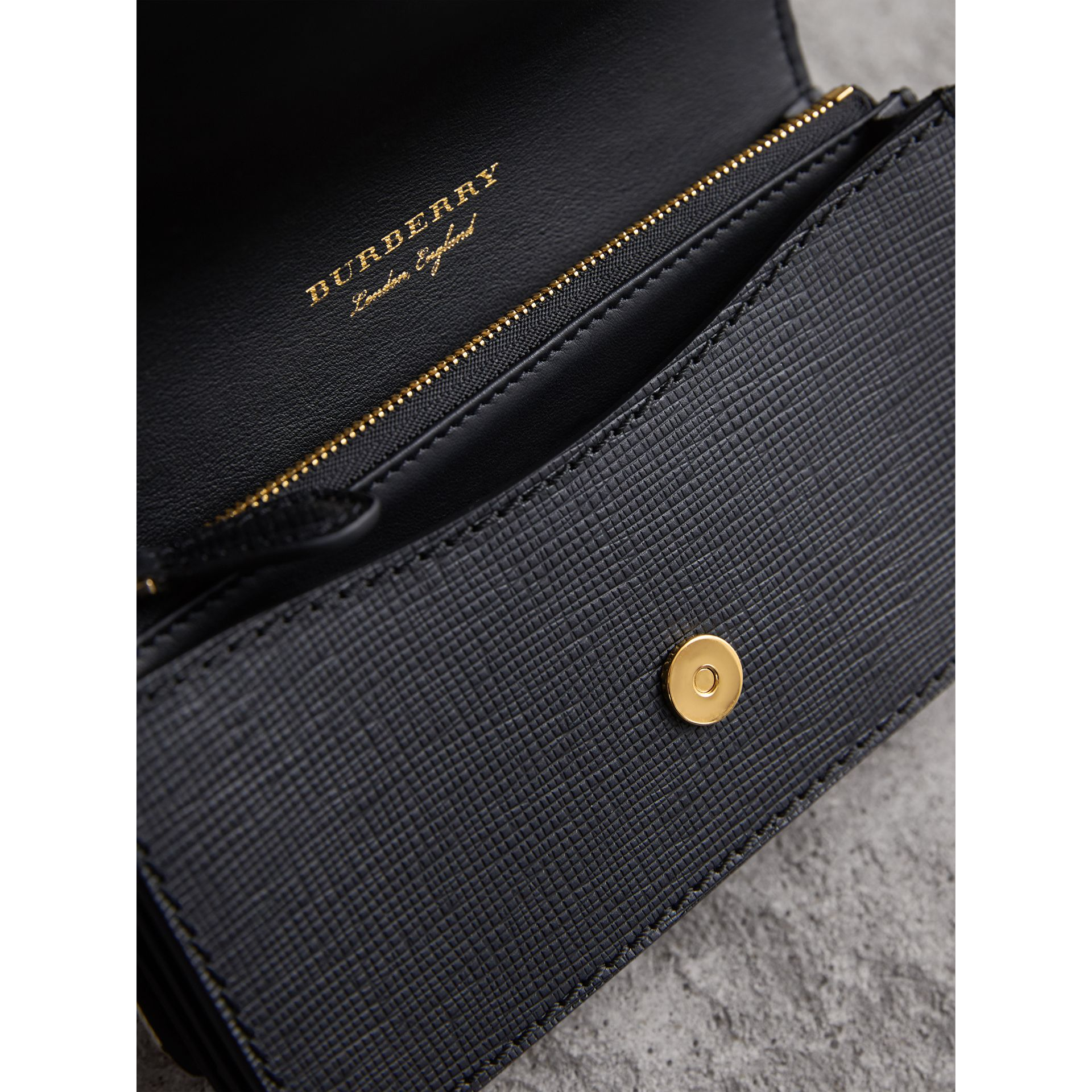 Petit sac The Buckle en coton House check et cuir (Noir) - Femme | Burberry - photo de la galerie 6