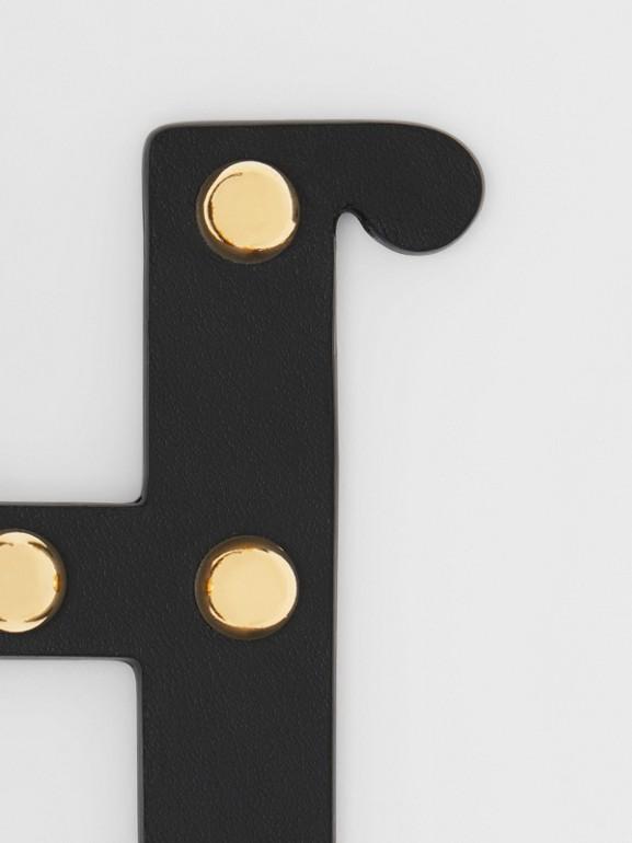Bijou alphabet «H» en cuir clouté (Noir/or Clair) - Femme | Burberry - cell image 1