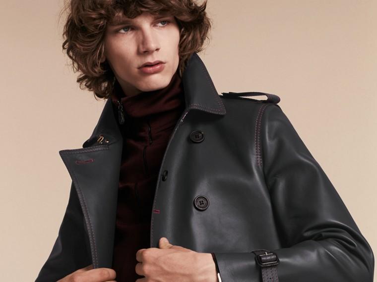 Navy scuro Trench coat in pelle di agnello con impunture militari - cell image 4