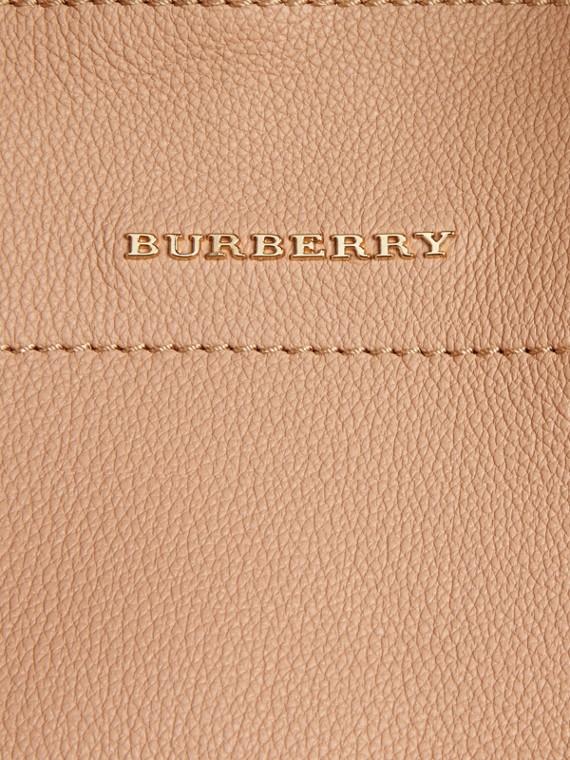 Pale apricot Bolsa Milton média de couro granulado Pale Apricot - cell image 2