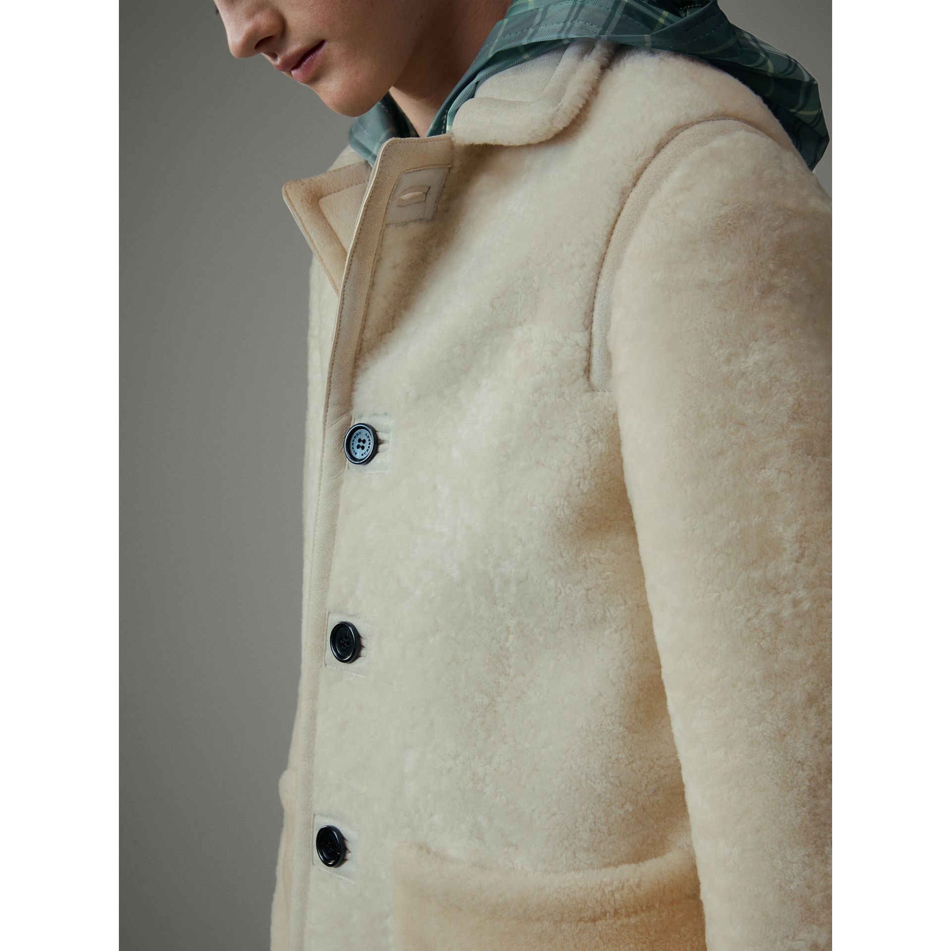 Veste en shearling (Blanc) - Homme | Burberry - photo de la galerie 6