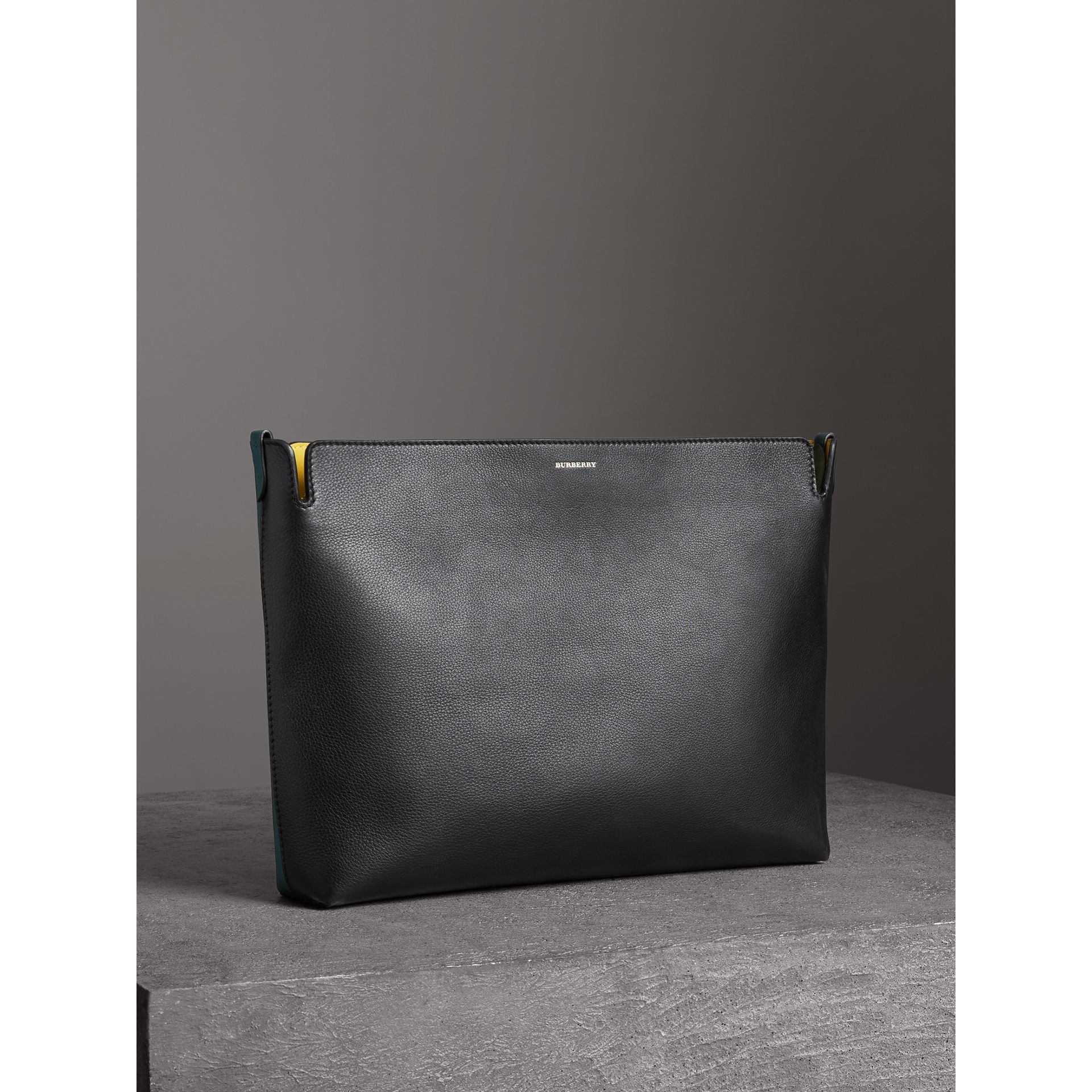 Grand clutch en cuir tricolore (Noir/vert Marin) - Femme | Burberry - photo de la galerie 4