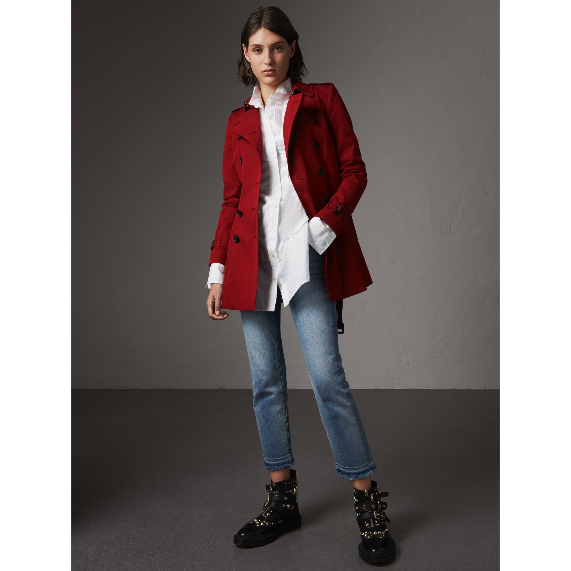 The Chelsea – Short Trench Coat in Parade Red - Women | Burberry Australia - gallery image 1