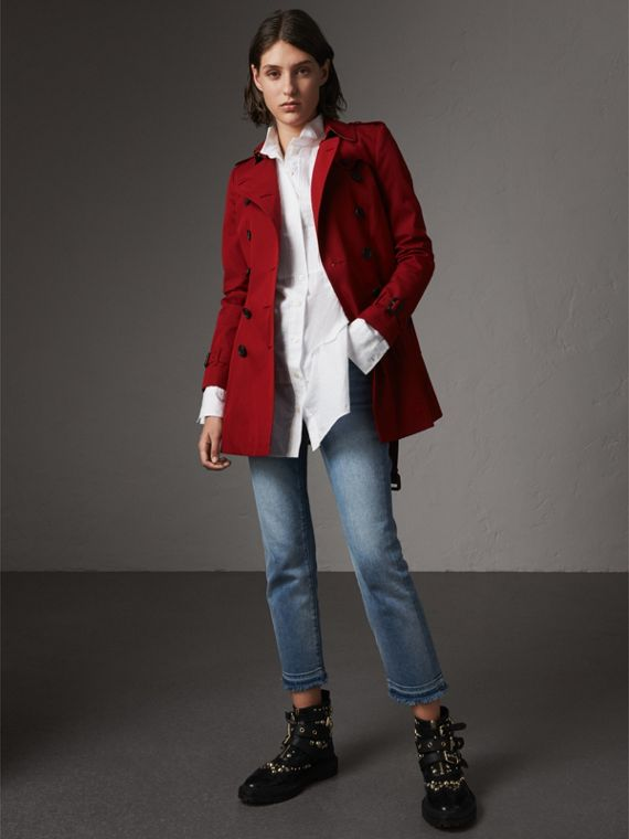 The Chelsea – Short Heritage Trench Coat in Parade Red