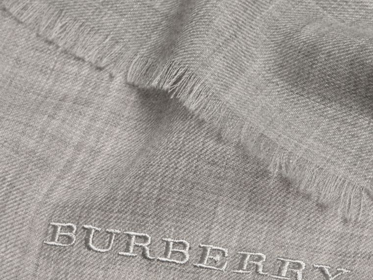 The Lightweight Cashmere Scarf in Pale Grey | Burberry - cell image 4