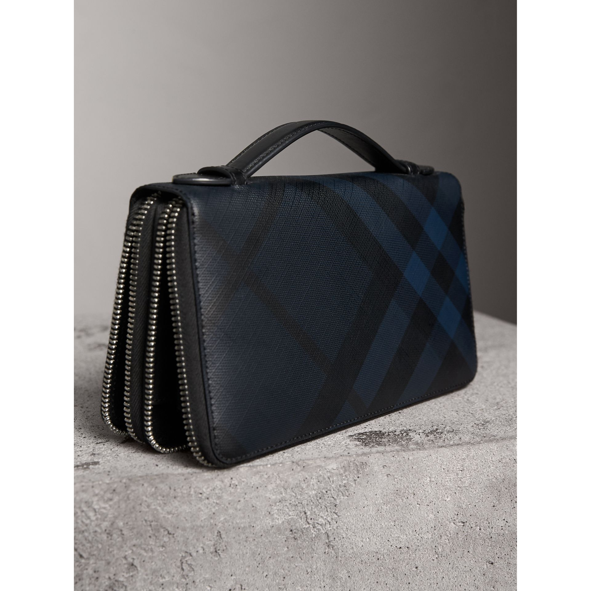 London Check Travel Wallet in Navy/black - Men | Burberry Hong Kong - gallery image 3