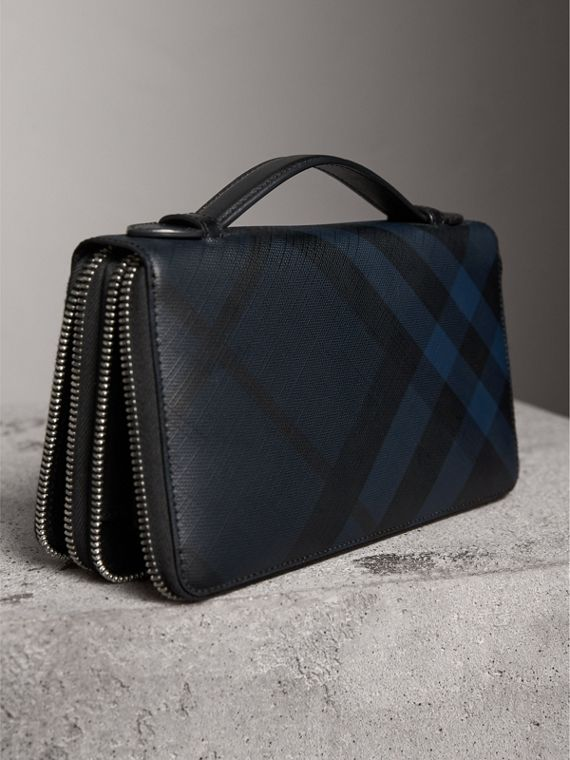 London Check Travel Wallet in Navy/black - Men | Burberry Hong Kong - cell image 2