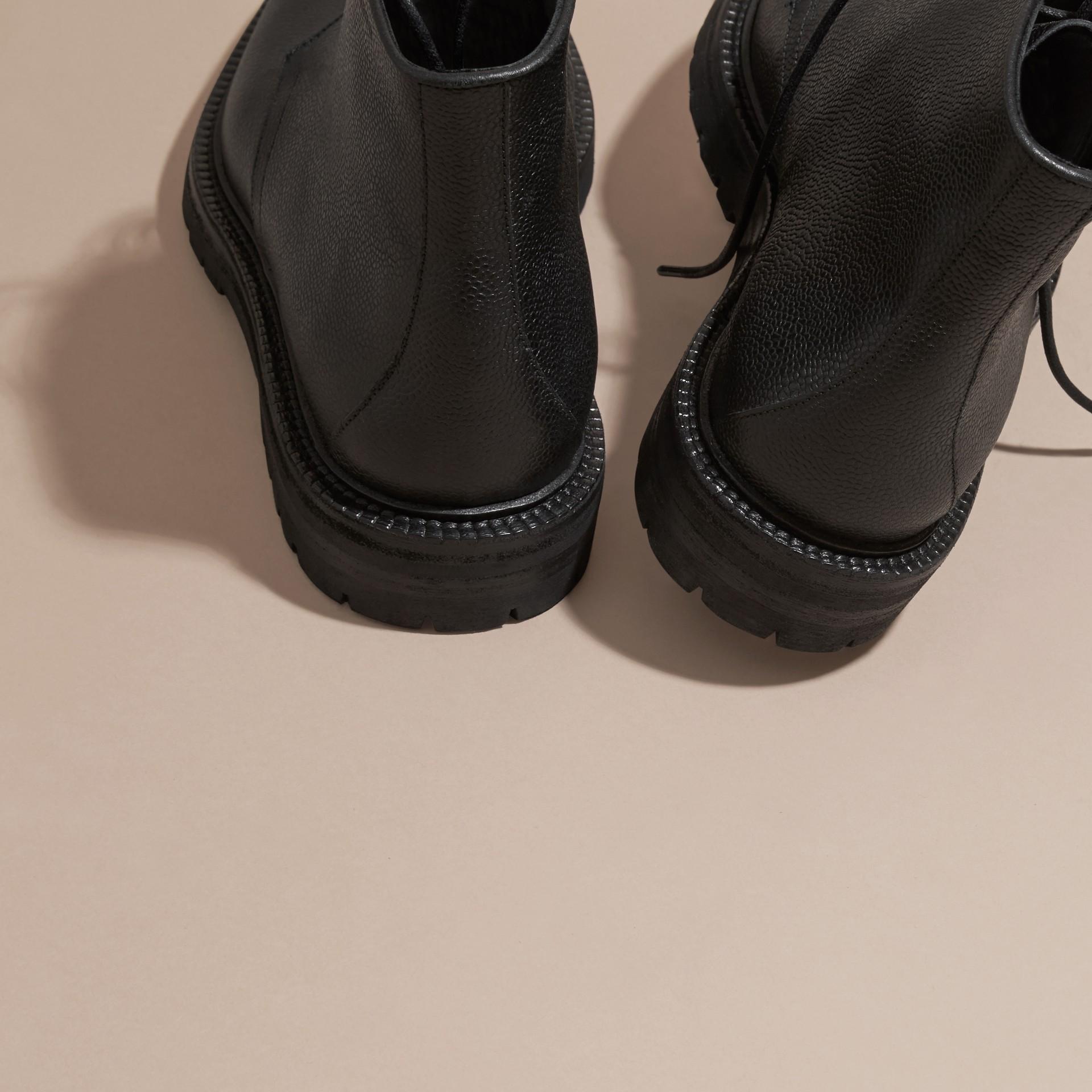 Preto Botas de couro granulado com cadarço Preto - galeria de imagens 4
