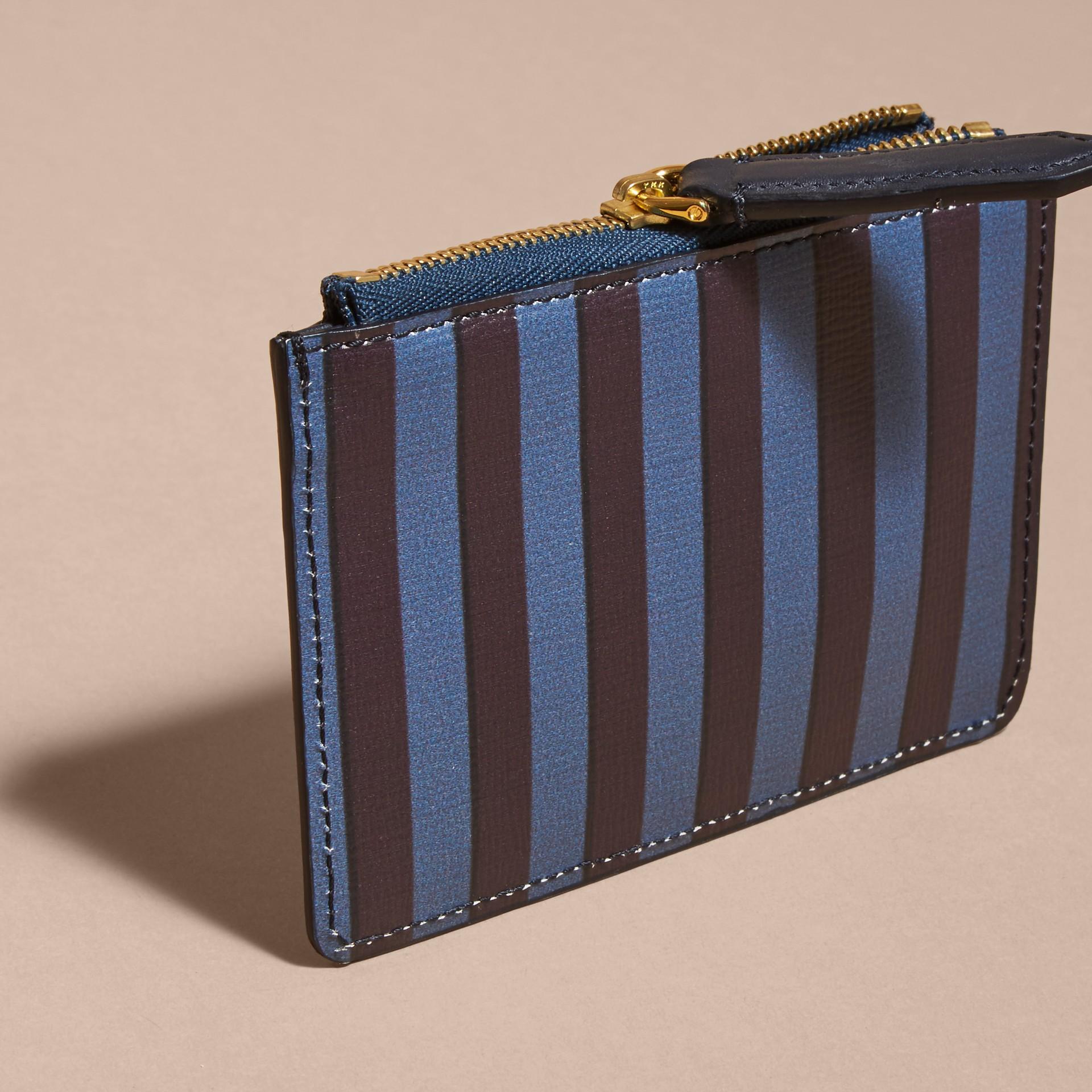 Brieftasche aus London-Leder mit Pyjamastreifenmuster und Reißverschluss - Galerie-Bild 4
