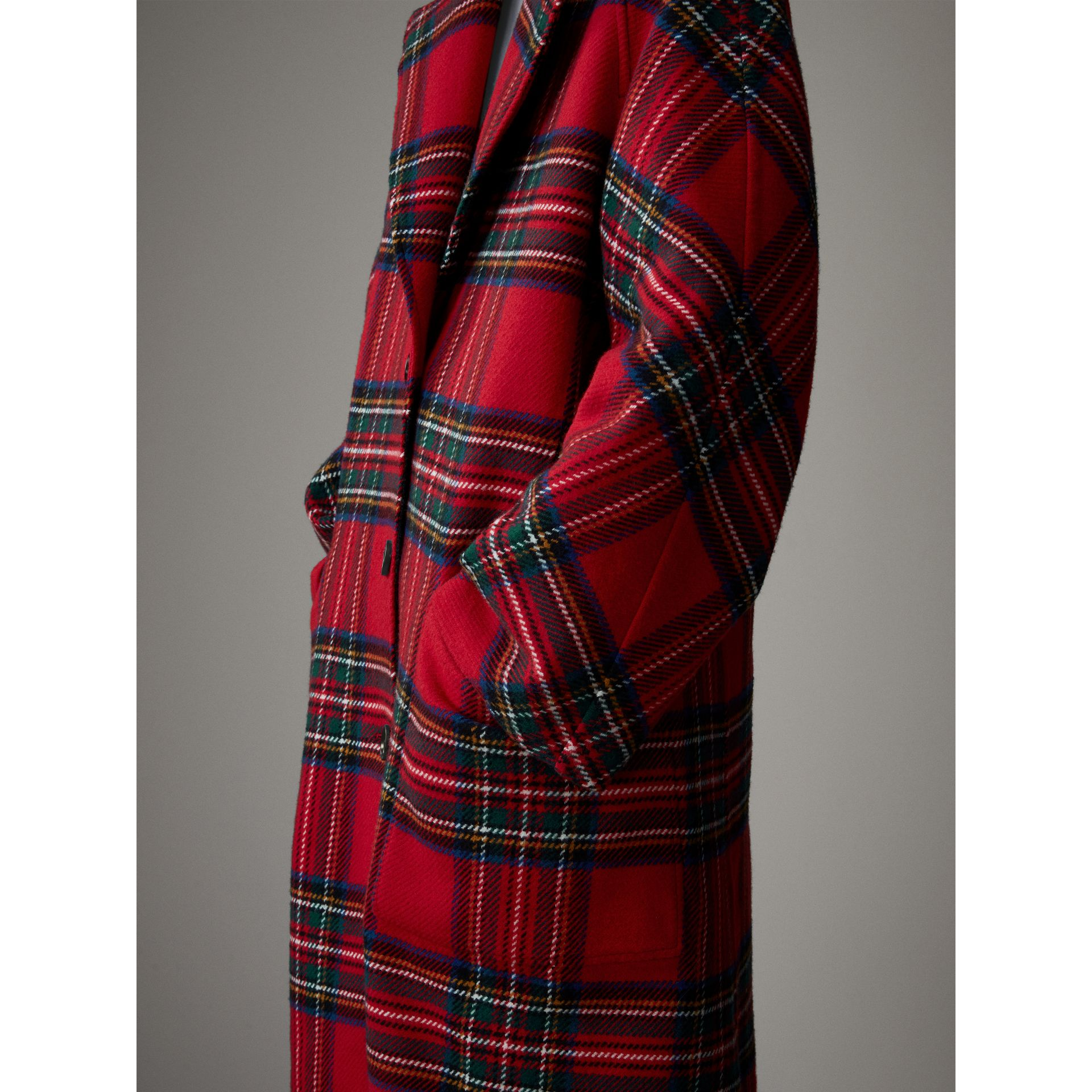 Tartan Double-faced Wool Cashmere Oversized Coat in Bright Red/dark Grey - Women | Burberry Singapore - gallery image 4