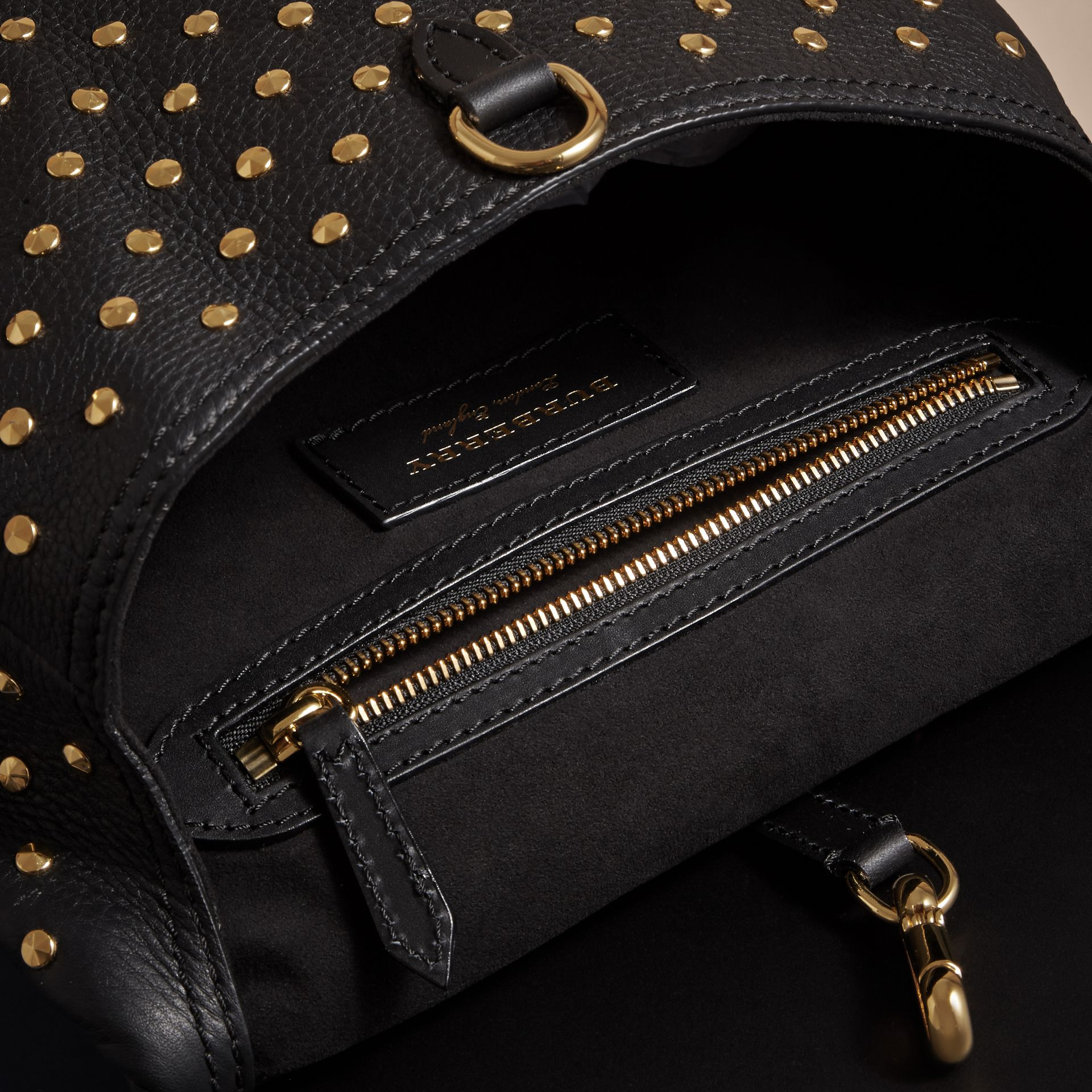 Noir Petit sac The Bridle en cuir à rivets - photo de la galerie 5
