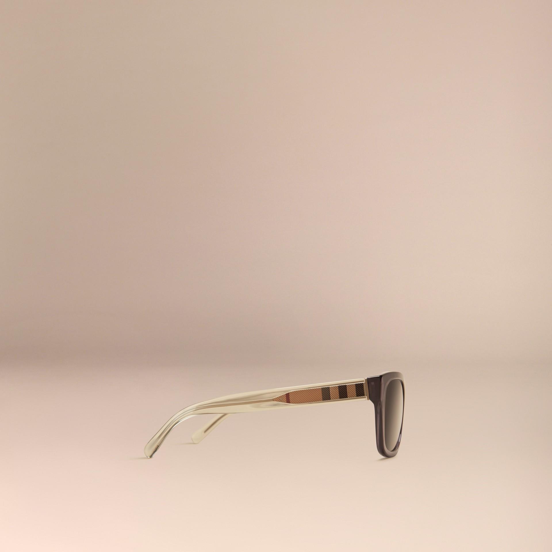 Grigio scuro Occhiali da sole con montatura quadrata e dettaglio check Grigio Scuro - immagine della galleria 5