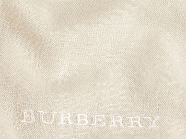 The Lightweight Cashmere Scarf in Natural White | Burberry - cell image 4
