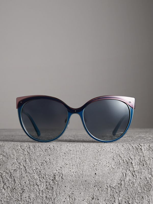 Two-tone Cat-eye Frame Sunglasses in Violet Blue - Women | Burberry - cell image 3