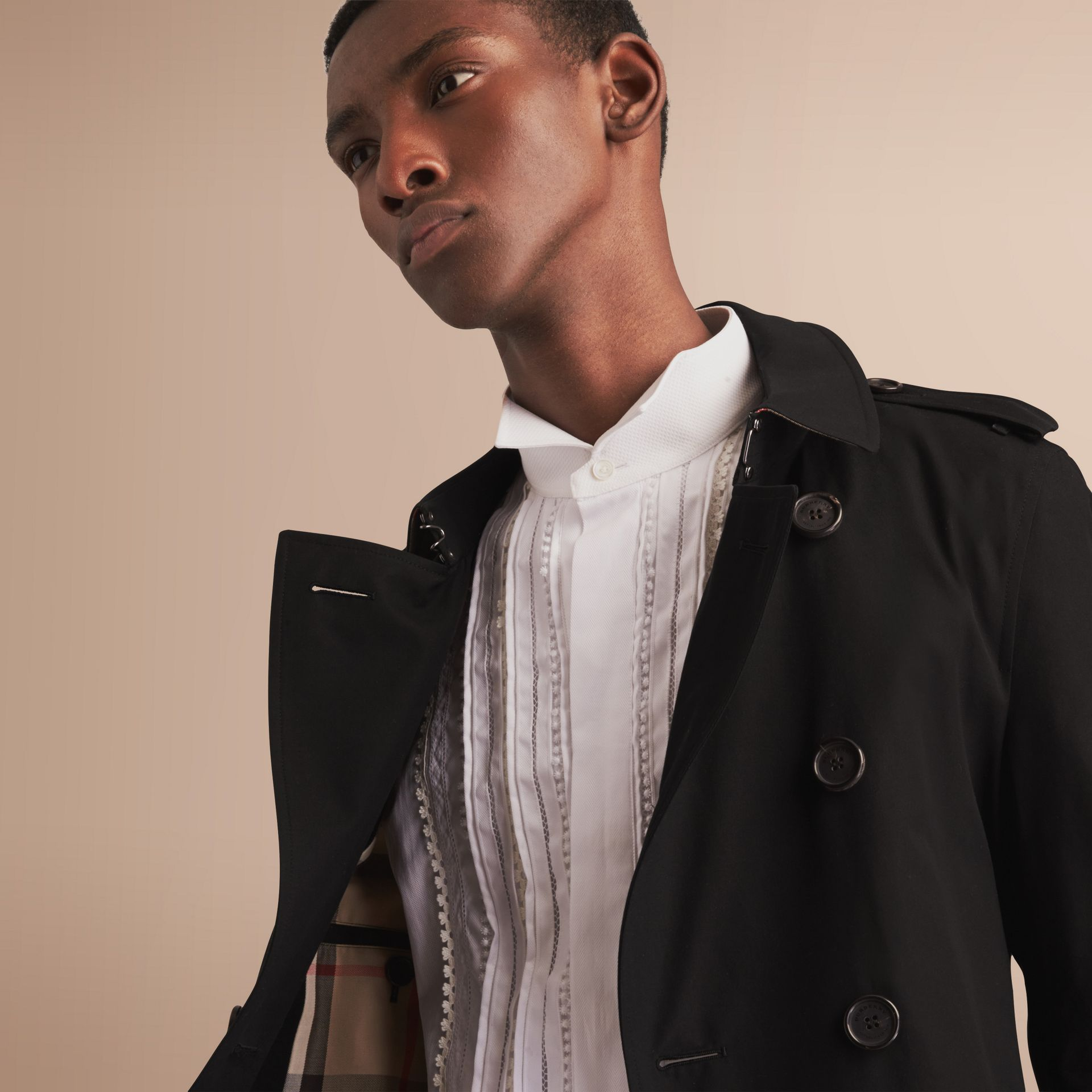 The Chelsea – Mid-length Heritage Trench Coat in Black - Men | Burberry - gallery image 5