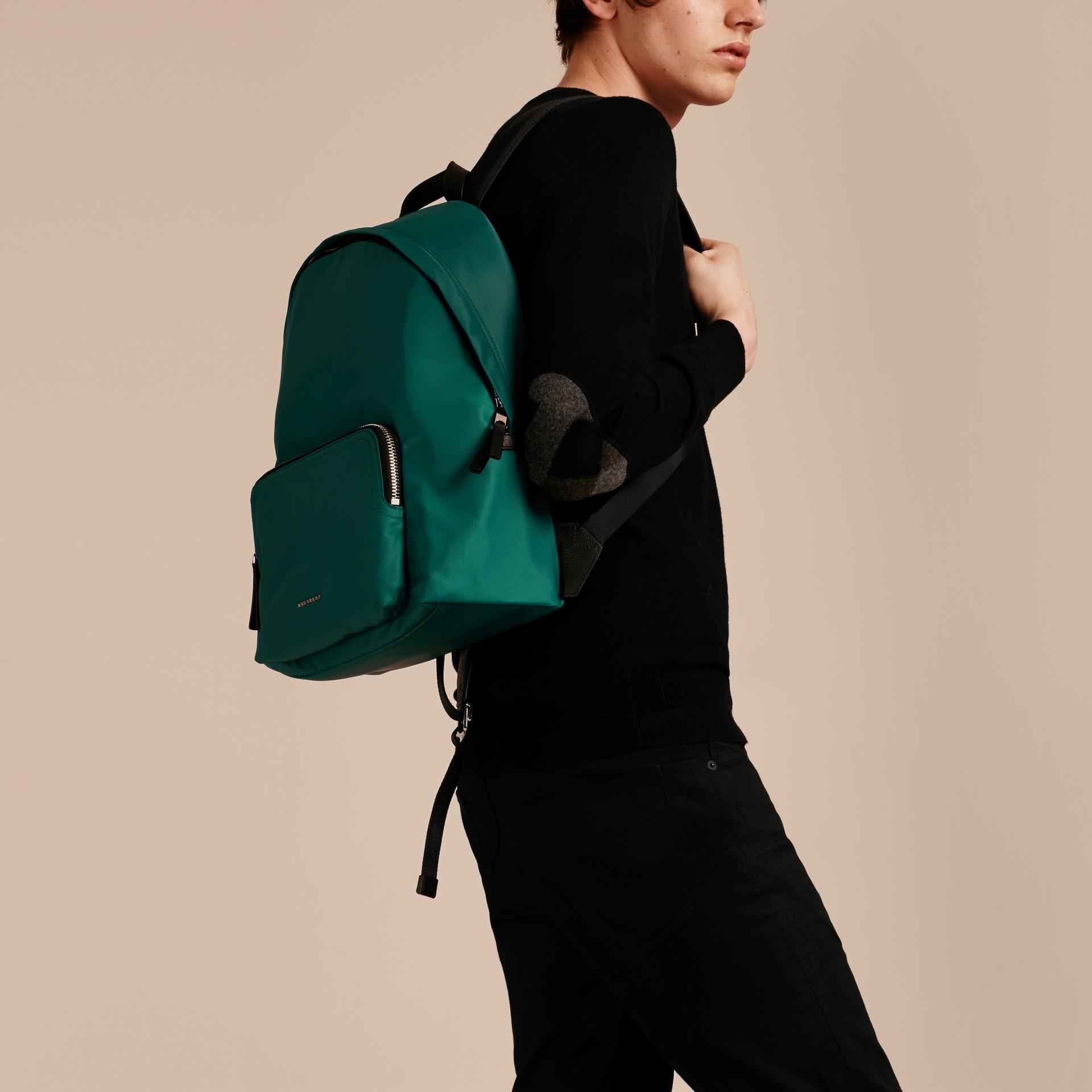 Vert pin Sac à dos en nylon avec éléments en cuir Vert Pin - photo de la galerie 3