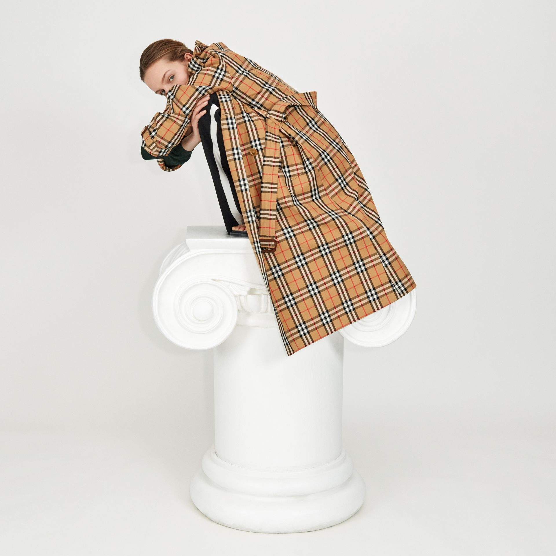 Vintage Check Cotton Trench Coat in Antique Yellow - Women | Burberry United Kingdom - gallery image 4