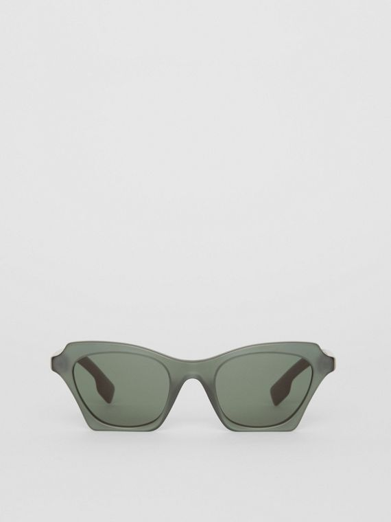 Butterfly Frame Sunglasses in Green