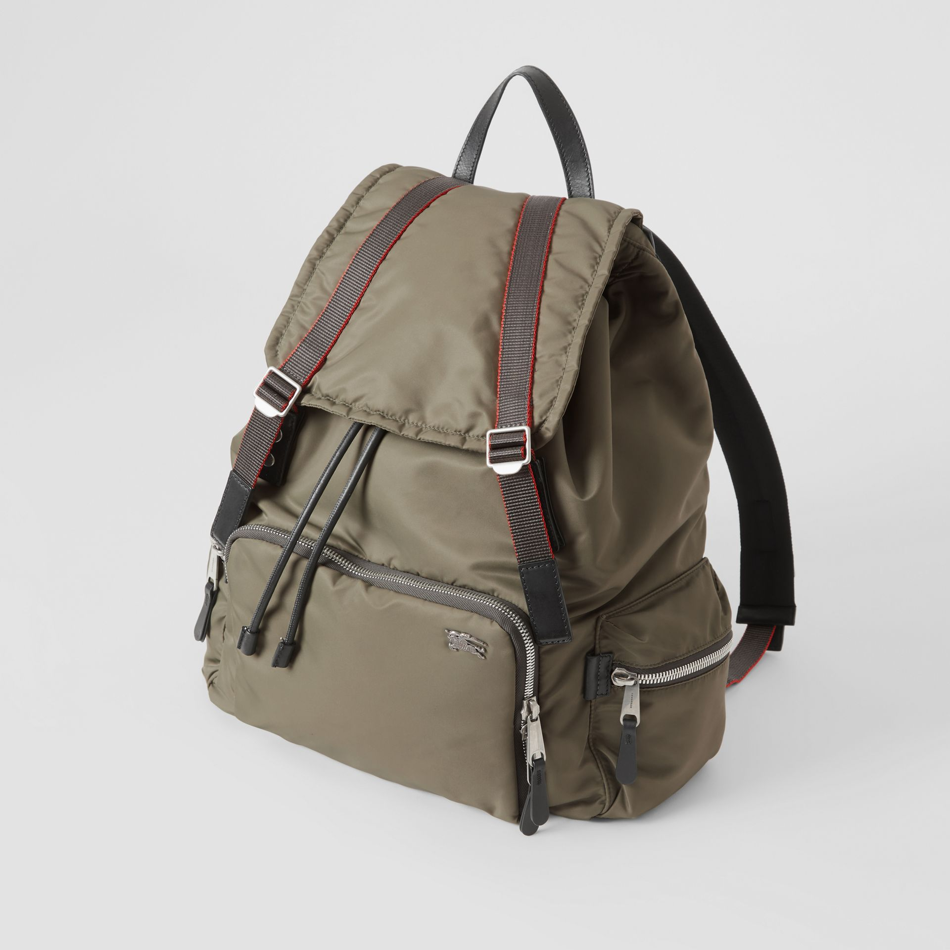 Sac The Rucksack extra-large en nylon façon aviateur (Céladon) - Homme | Burberry Canada - photo de la galerie 2