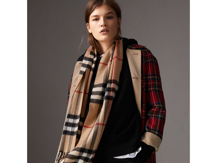The Classic Check Cashmere Scarf in Camel | Burberry United Kingdom - cell image 4