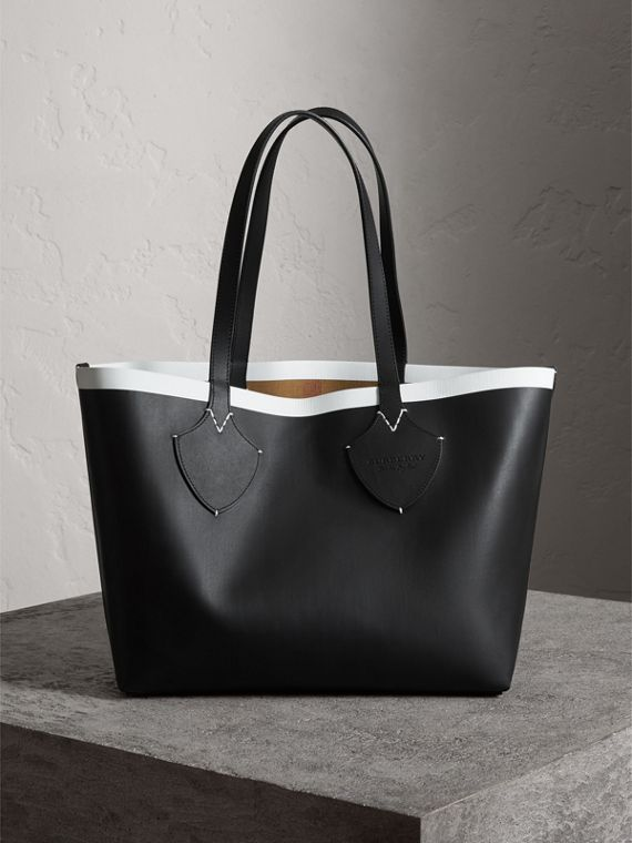 The Medium Giant Reversible Tote in Canvas and Leather in Black/white