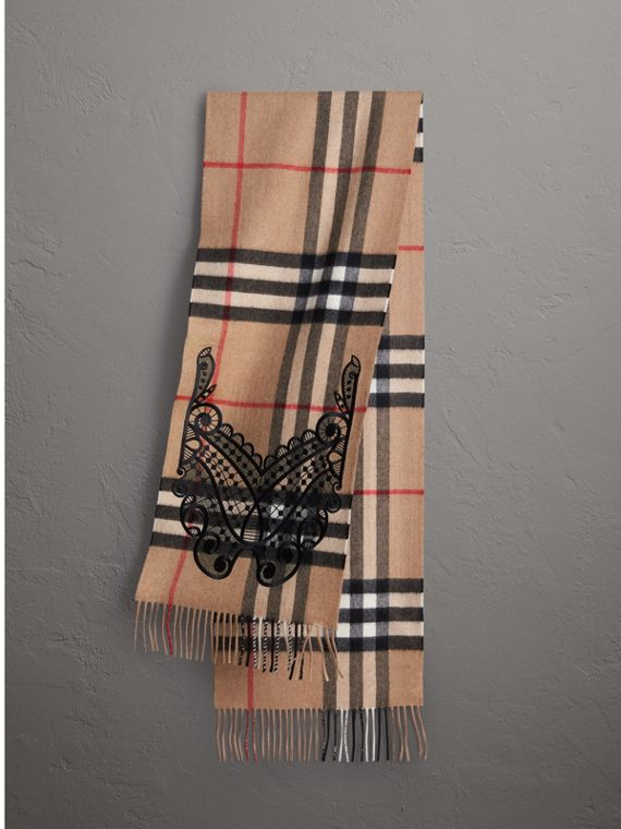 The Classic Cashmere Scarf in Check and Lace in Camel/black