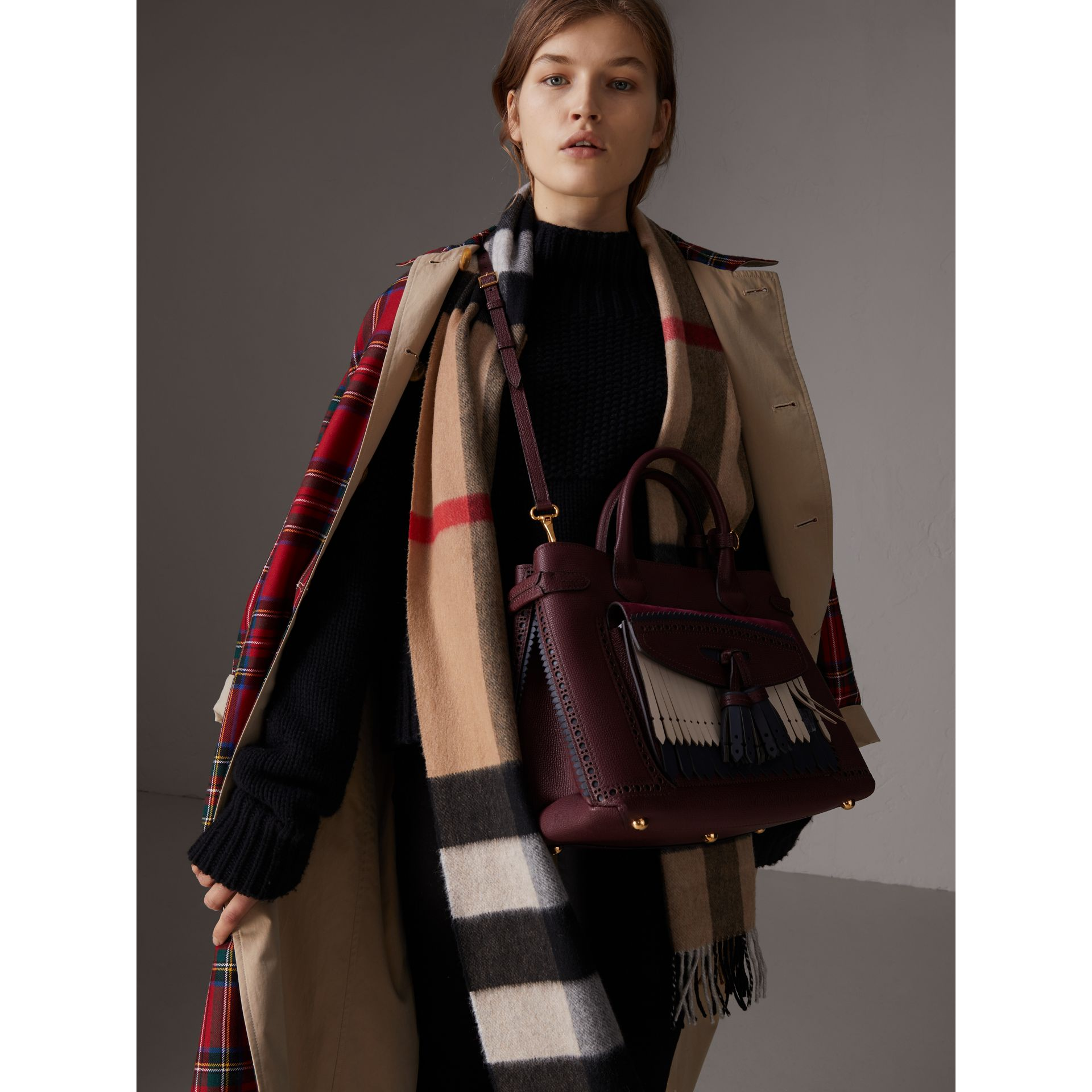 The Medium Banner in Leather with Fringed Pocket in Mahogany Red - Women | Burberry United Kingdom - gallery image 2