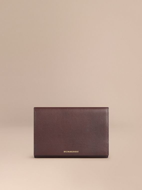 Grainy Leather Travel Wallet in Ebony Red
