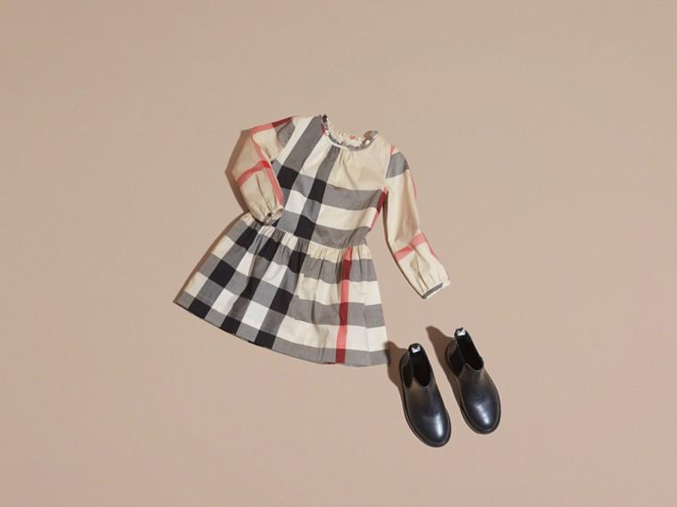 New classic check Vestido de algodão com estampa xadrez e detalhe franzido New Classic Check - cell image 4