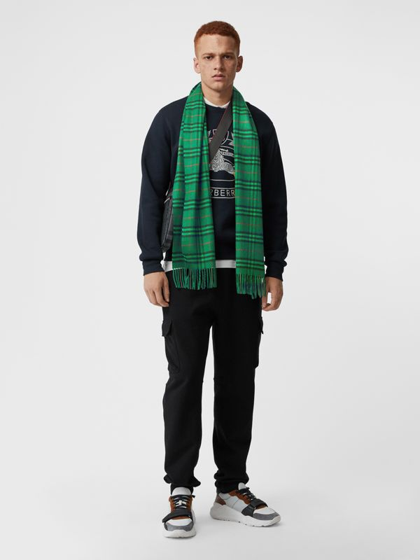 The Classic Vintage Check Cashmere Scarf in Viridian Green | Burberry Singapore - cell image 3