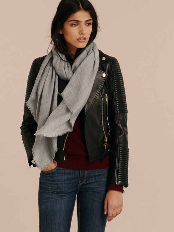 The Lightweight Cashmere Scarf in Pale Grey - cell image 2
