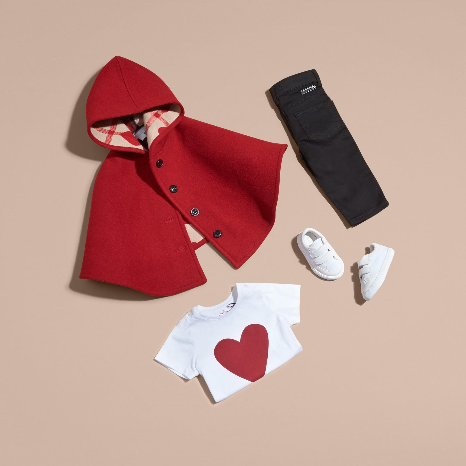 Rosso windsor Mantella svasata in lana con cappuccio Rosso Windsor - immagine della galleria 5