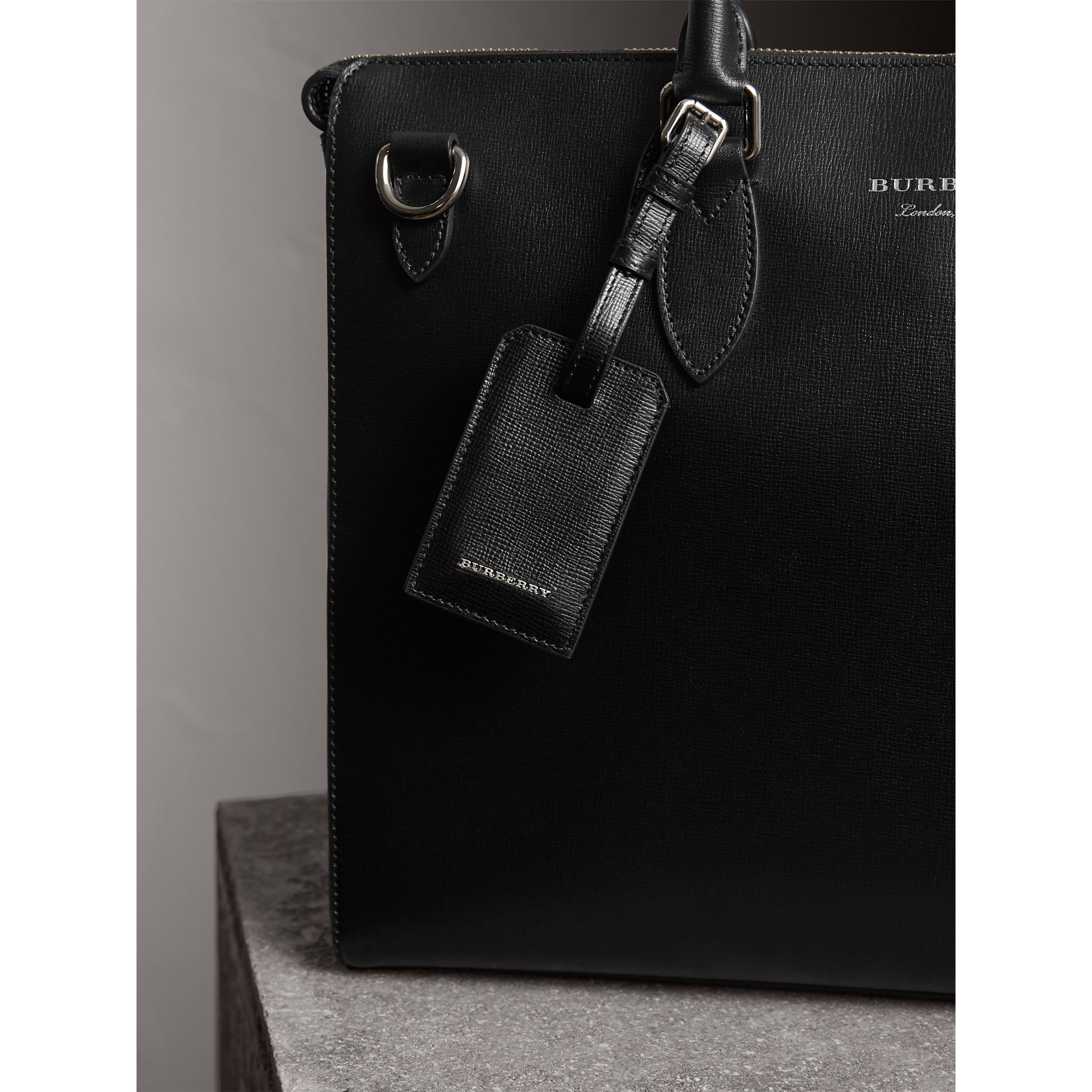 London Leather Luggage Tag in Black | Burberry - gallery image 4