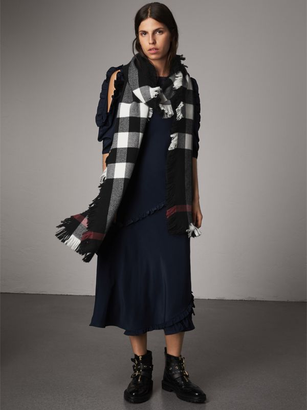 Fringed Check Wool Scarf in Black | Burberry - cell image 2