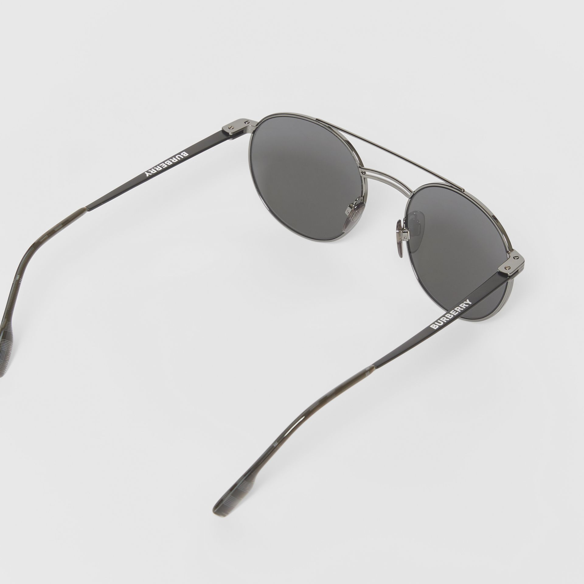 Top Bar Detail Round Frame Sunglasses in Gunmetal/dark Green - Men | Burberry - gallery image 4