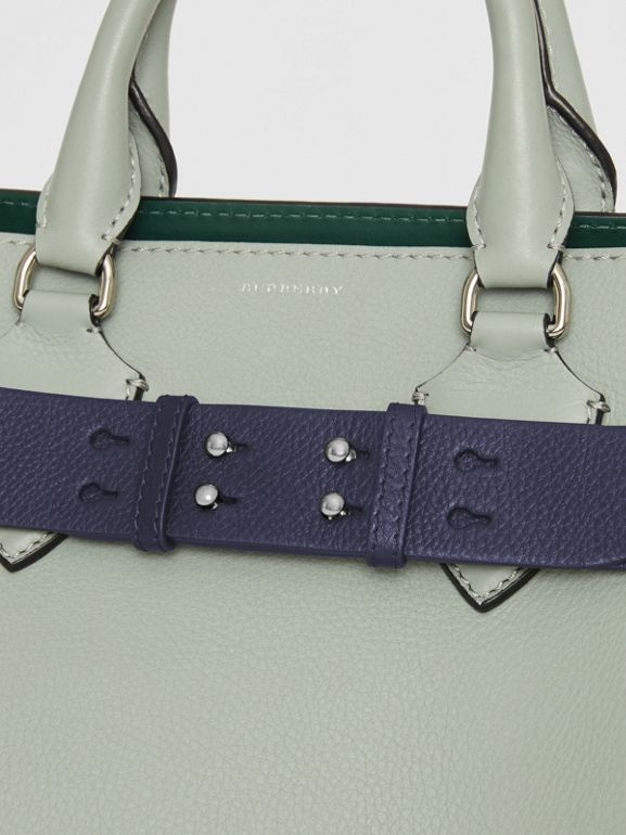 Cintura in pelle a grana per borsa The Belt piccola (Blu Reggenza) - Donna | Burberry - cell image 1