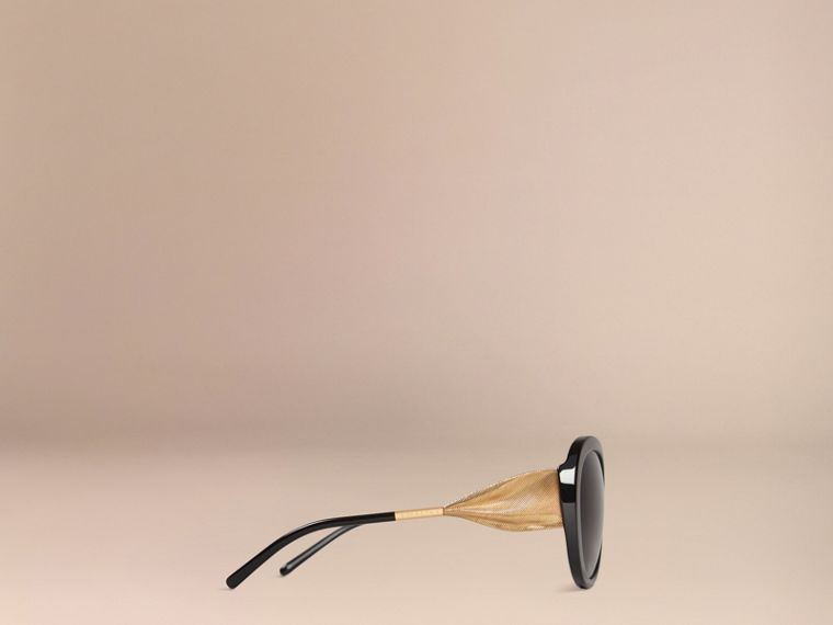 Gabardine Collection Oversize Round Frame Sunglasses in Black - Women | Burberry Hong Kong - cell image 4