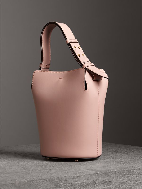 Petit sac The Bucket en cuir (Rose Platiné Pâle) - Femme | Burberry Canada - cell image 3